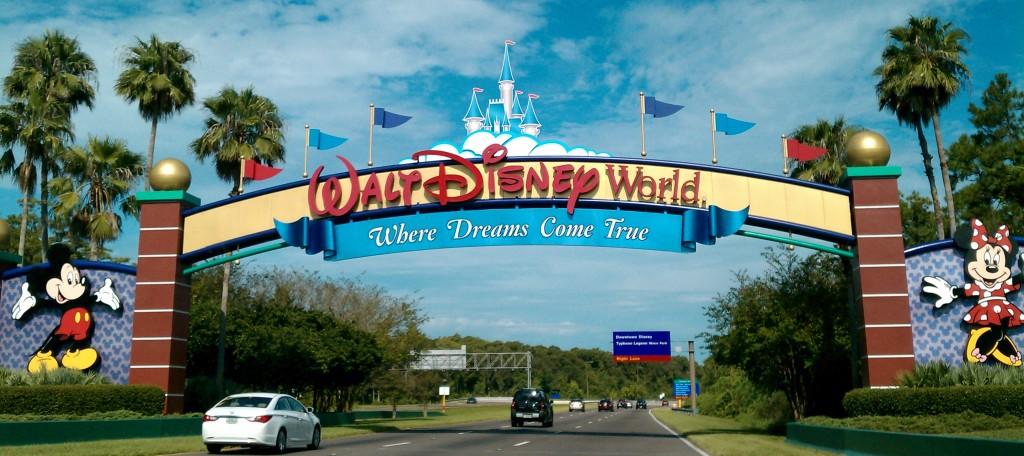 Walt_Disney_World_Resort_entrance1